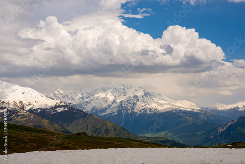 Spoed Foto op Canvas Canada Low clouds float among the snow-capped mountain ranges