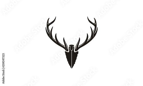 Valokuvatapetti Spear Stag Deer Buck Antler Arrowhead for Hunting logo design inspiration