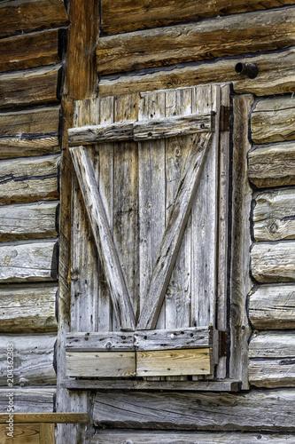 Foto op Canvas Oude gebouw shuttered Log cabin window