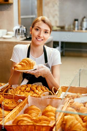 In de dag Bakkerij Bakery Shop. Happy Woman Selling Pastry