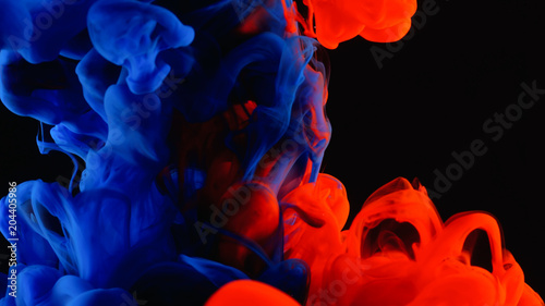 фотографія  Red and blue ink in water shooting with high speed camera