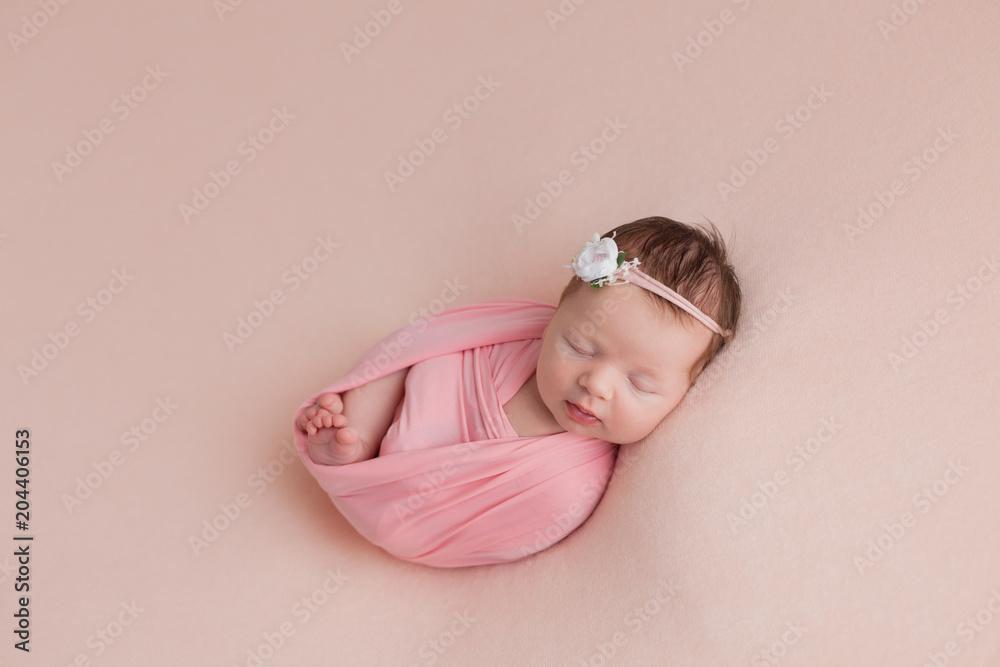 Fototapety, obrazy: newborn girl. newborn photo shoot. newborn baby in pink on pink background