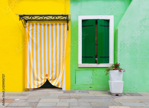Foto op Aluminium Havana Small, cozy courtyard with colorful cottage / Burano, Venice/ The small yard with bright walls of houses