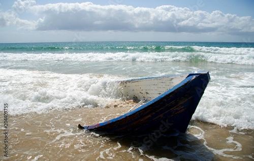 Fotografía  Barca varada en playa de Tarifa