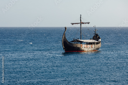Foto op Plexiglas Schip old black ship in the open sea