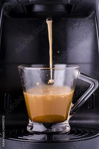 Fotografie, Obraz  tazzina di  espresso caldo preparato con macchina del caffè