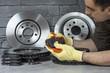 Disques de freins neufs pour automobile avant intervention de remplacement