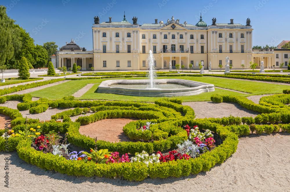 Fototapety, obrazy: Ogrody pałacu Branickich, zabytkowy kompleks to popularne miejsce spacerowe mieszkańców Białegostoku