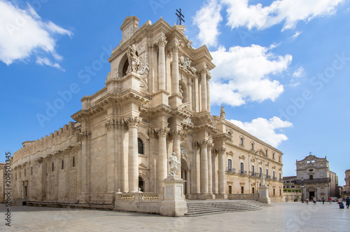 Photo The Cathedral (Duomo) in Syracuse, Sicily, Italy