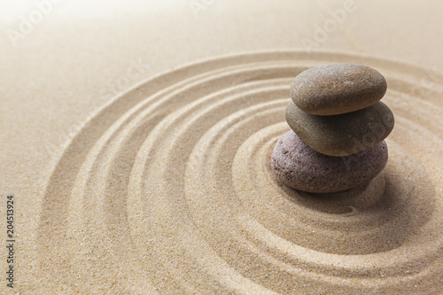 Foto auf Leinwand Zen-Steine in den Sand zen garden meditation stone background
