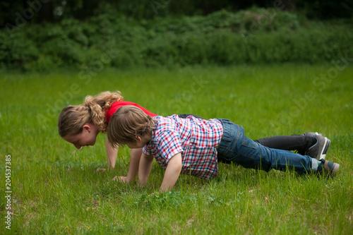 Photo Girl and little boy doing push-ups