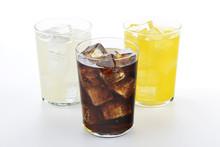 Vasos Con Refrescos De Cola, Naranja Y Limón