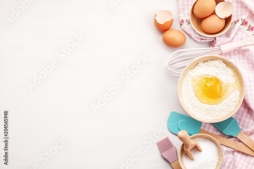 Fotografia Baking utensils and cooking ingredients for tarts, cookies, dough and pastry