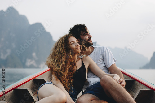 Fotografia  Couple boating on a quiet lake