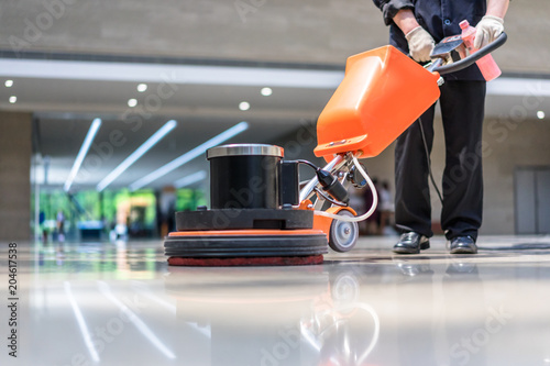 Foto cleaning floor with machine