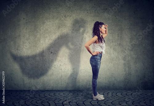 Fotomural Brave woman posing as super hero