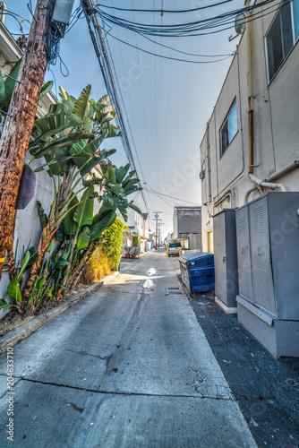 Tuinposter Amerikaanse Plekken Empty backstreet in Los Angeles