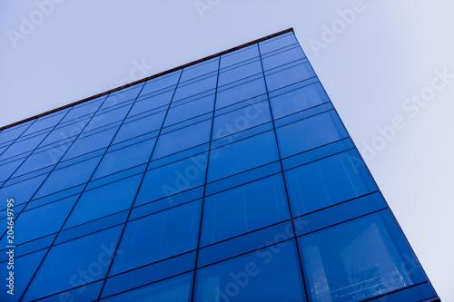 Obraz budynek na tle nieba - fototapety do salonu