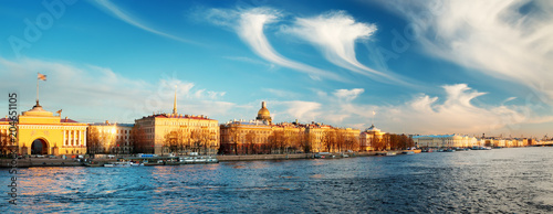 Foto op Canvas Historisch geb. View ti Saint Peterburg in the evening. City panorama at sunset with Isaac cathedral and Admiralty