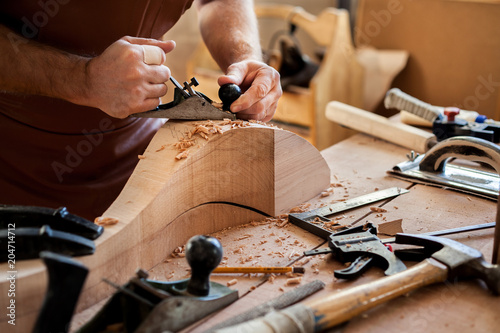 Photo Joiner Makes Cabriole Leg for Vintage Table