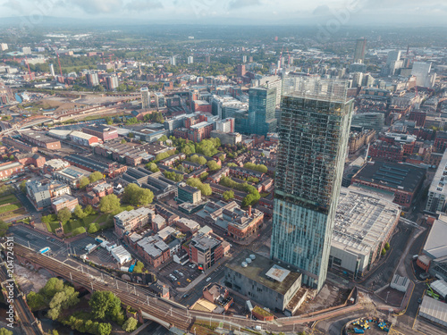Fotografía Manchester City Centre Drone Aerial View Above Building Work Skyline Construction Blue Sky Summer Beetham Tower Deansgate
