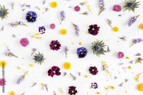 Papiers peints Pansies Flowers composition. Pattern made of colorful flowers on white background. Flat lay, top view