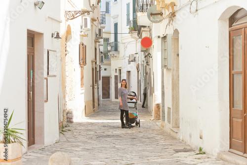 Fotografia, Obraz  Gallipoli, Apulia - Cobblestone in the middle aged alleyways of Gallipoli