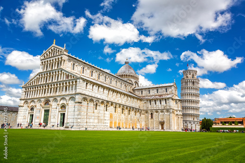 Foto op Aluminium Centraal Europa Cathedral and the Leaning Tower in Piazza dei Miracoli, Pisa, Italy.