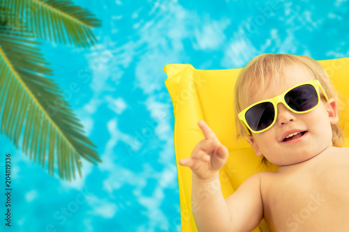 Fotobehang Stof Funny baby on summer vacation