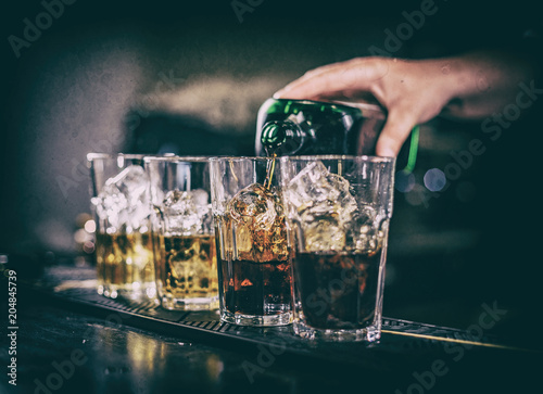 Keuken foto achterwand Cocktail Bartender making cocktail