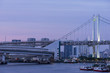 東京都市景観 夕暮れ時のレインボーブリッジと首都高速のループ