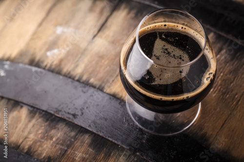 Fotografia, Obraz Glass of barrel aged stout