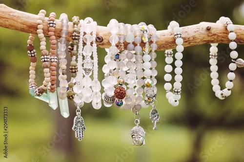 Fotografía  Natural bead bracelets hanging on natural branch