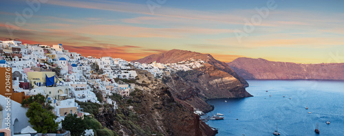 Poster Europa The famous sunrise at Santorini in Oia village