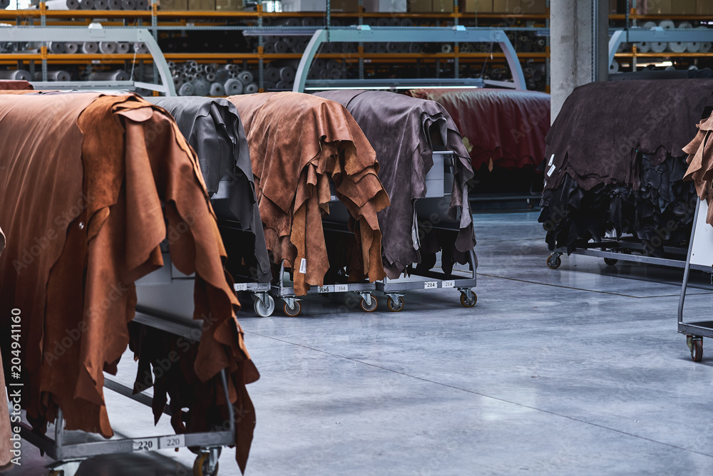 Fototapety, obrazy: Production of leather furniture