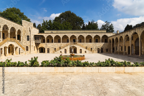 Total view of courtyard at Emir Bachir Chahabi Palace Beit ed-Dine in mount Leba Fototapete