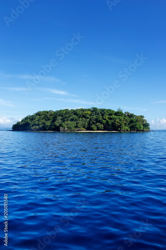 Spoed Foto op Canvas Eiland Small island off the coast of Taveuni, Fiji