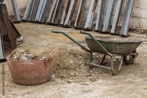 Staande foto Fiets old rusty vintage wheelbarrow
