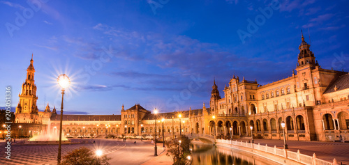 Deurstickers Centraal Europa Plaza de Espana (Spain square) at night in Seville, Andalusia