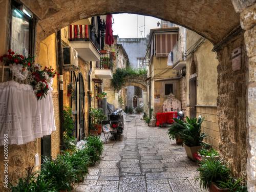 Typowa aleja w mieście Bari, Włochy