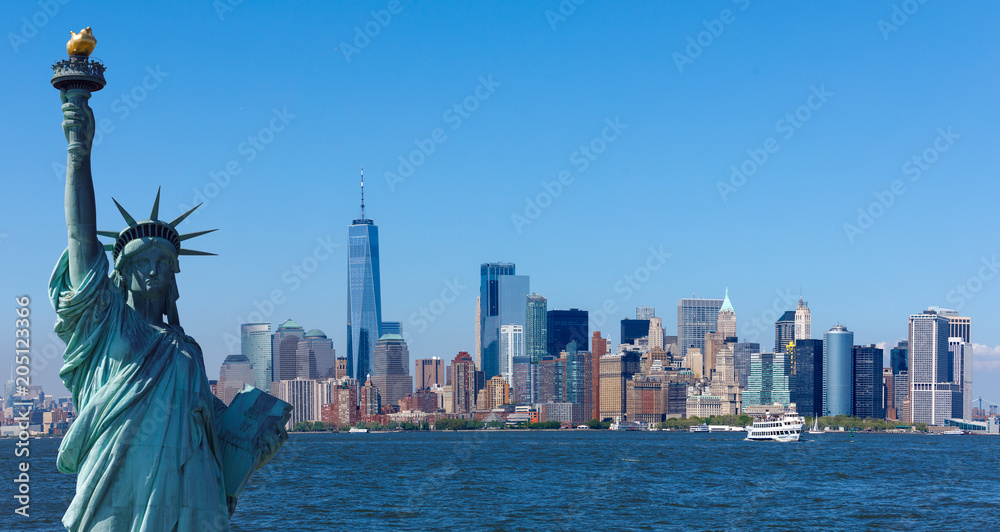 Fototapety, obrazy: The statue of Liberty with World Trade Center background