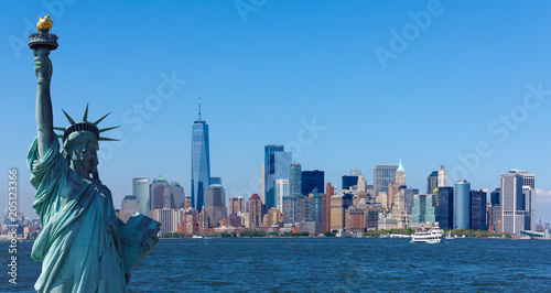 Photo  The statue of Liberty with World Trade Center background