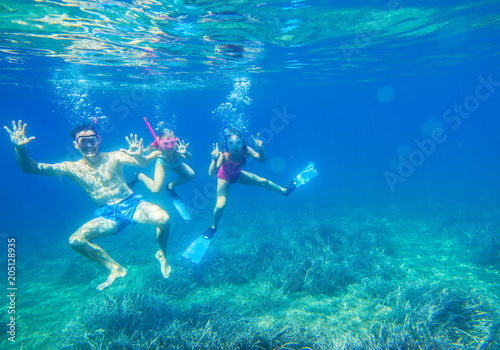 Family dives into the sea in masks