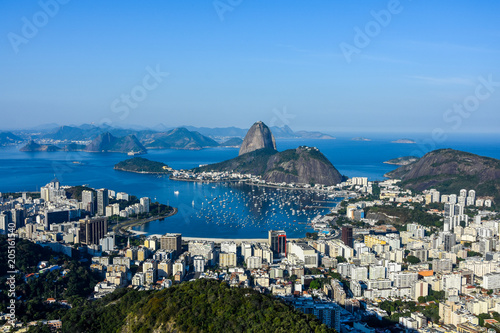 Fotomural View to Pao de Acucar (Sugar Loaf Mountain) during sunrise at Mirante Dona Marta
