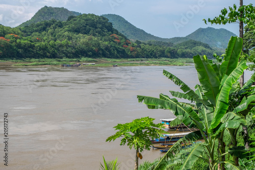 Foto  Mekong River flowing through Luang Prabang Laos