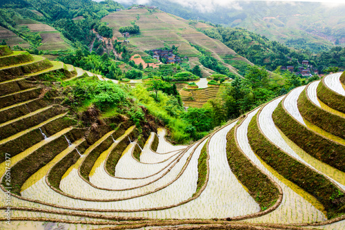 In de dag Asia land Stunnig scenery of Chinese rice terrace near Guilin