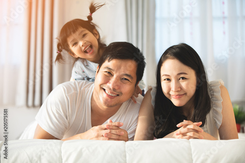 Fotografia  Happy asian family father mother with daughter looking camera with smile face