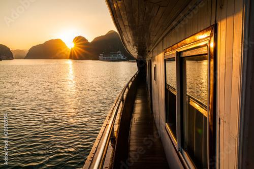 Tuinposter Asia land Beautiful sunset at Halong bay, Vietnam