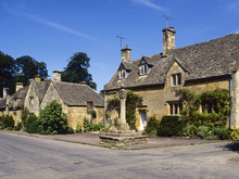 England, Cotswolds, Gloucestershire, Stanton, Cotswold Cottages And The Ancient Cross