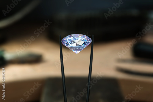 Cuadros en Lienzo Beautiful diamond stone in tongs